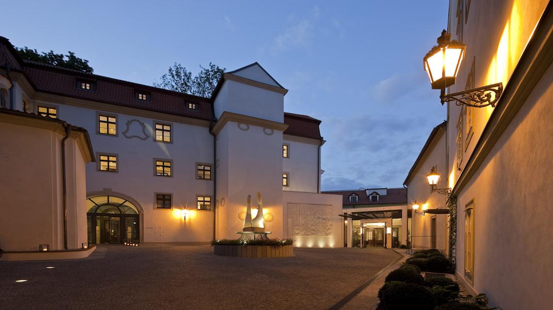 Skanska a s hotel svat august n for Augustine hotel prague